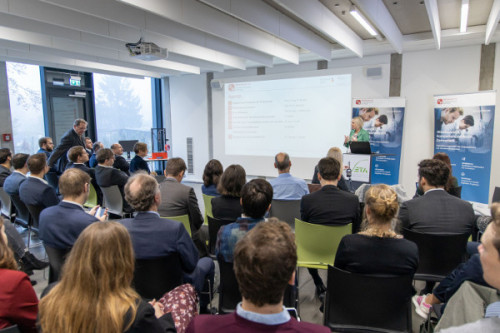 Digitalministerin Prof. Dr. Kristina Sinemus eröffnet die KI-Veranstaltung